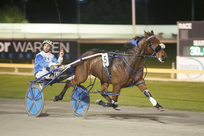 Liberal Arden cruises to victory at Cambridge Raceway - Photo: Trish Dunell